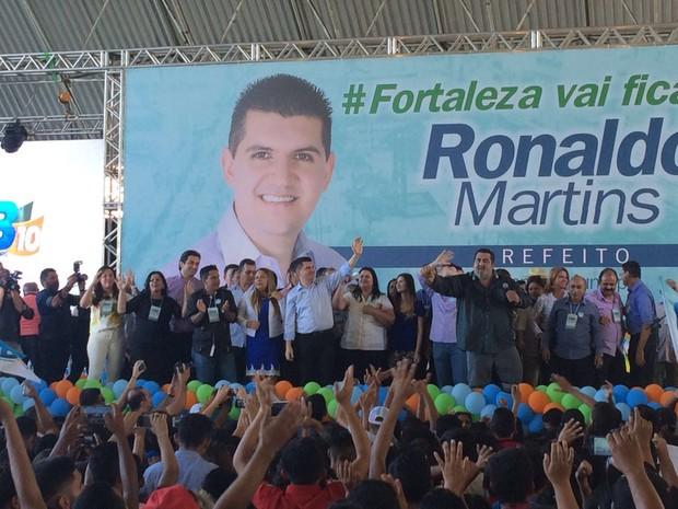 Ronaldo Martins ao lado de de Nina Carvalho e aliadas (Foto: Foto: Wânyffer Monteiro/TV Verdes Mares)