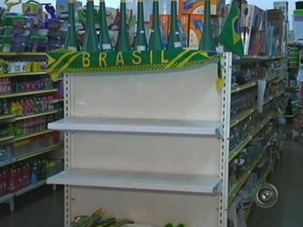Comerciantes enfrentam problemas para repor estoque em Itapeva (Foto: Reprodução/ TV TEM)