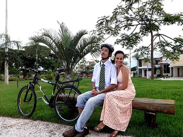 Marcela e Alan vão passar a lua de mel sobre duas rodas  (Foto: arquivo pessoal/ Marcela da Silva Mortean )
