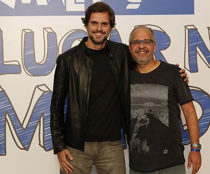 O diretor Leonardo Nogueira posa com o autor Emanuel Jacobina (Foto: Ellen Soares / Gshow)