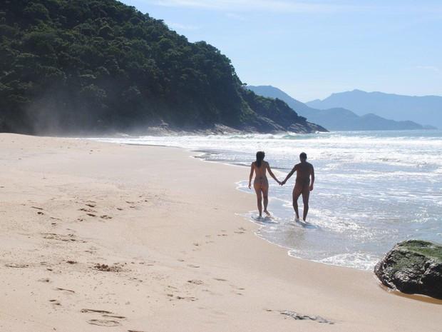 Praticantes de naturismo na Praia Brava, em São Sebastião (SP) (Foto: Divulgação/Brasil Naturista)
