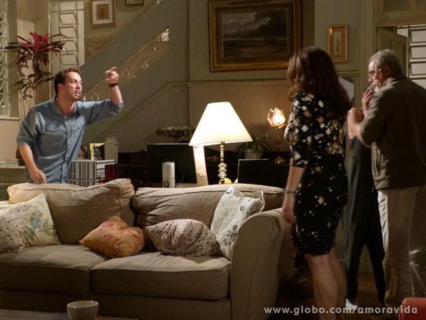 Daniel briga com os pais depois deles falarem cobras e lagartos para Perséfone (Foto: Amor à Vida/TV Globo)
