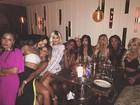 Kylie Jenner comemora aniversário com o pai e irmãs: 'Minhas garotas'