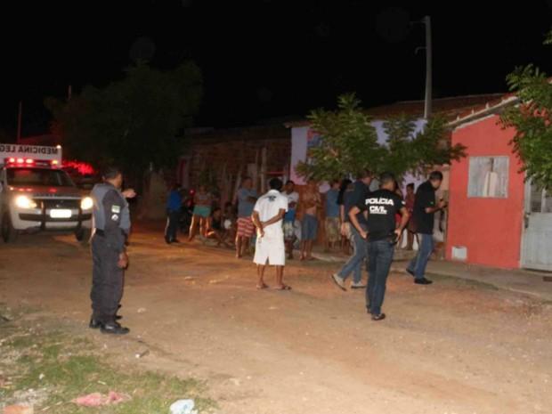 Pai e filho foram mortos dentro de casa, em Mossoró (Foto: Marcelino Neto/G1)
