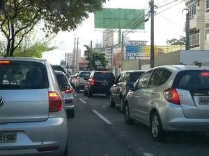 Motoristas enfrentaram congestionamento na Avenida Senador Salgado Filho, em Natal (Foto: Thyago Macedo/G1)