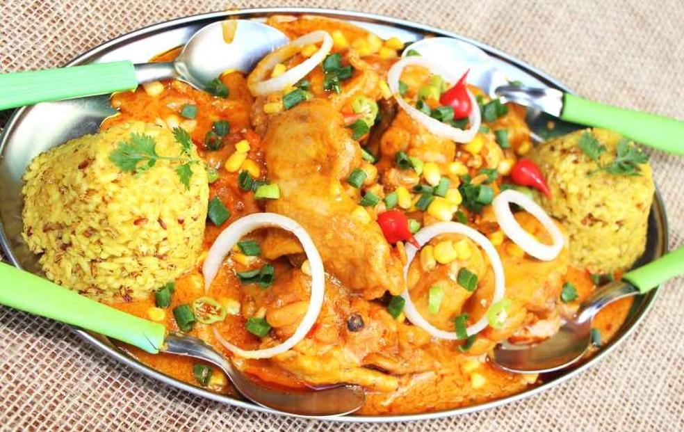 Prato Kenga do Caipirão é composto por Frango com creme de milho verde acompanhado de arroz primitivo de pilão com açafrão (Foto: Divulgação/ Comida di Buteco)