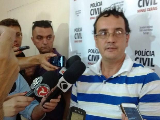 Arlem Silva Amaral falou à imprensa em delegacia de Divinópolis (Foto: Ricardo Welbert/G1)