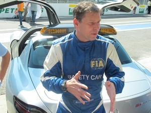 Bernd Maylënder, piloto oficial do safety car da FIA (Foto: Rafael Miotto/G1)