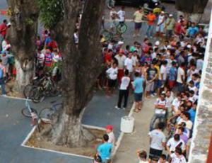 Torcida do Fortaleza faz fila para compra de ingressos antecipados (Foto: Divulgação/Fortaleza)