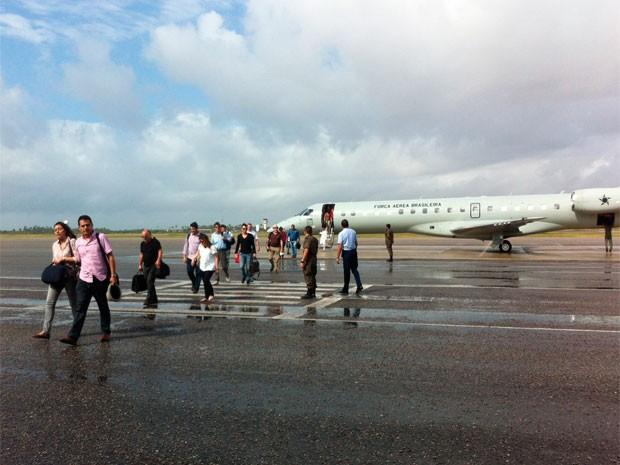Profissionais do Mais Médicos que atuarão no RN desembarcaram em Natal neste domingo (15). (Foto: Matheus Magalhães/G1)