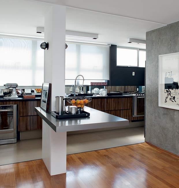 sala-de-jantar-cozinha-coluna-estrutural-mesa-de-apoio-bar (Foto: Lufe Gomes/Editora Globo)