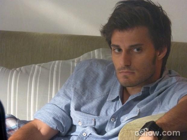 Martin, nitidamente chateado com a situação ruim entre ele e Micaela (Foto: Malhação / TV Globo)