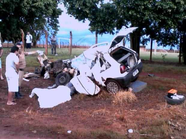 Um homem e uma criança morreram em acidente na PR-239 (Foto: PRE / Divulgação)