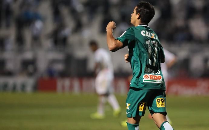 Evandro Ponte Preta x Coritiba Copa do Brasil (Foto: Estadão Conteúdo)