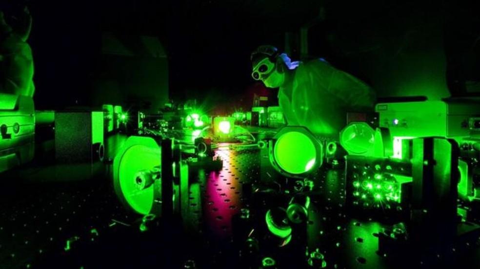 Cientistas dispararam o laser sobre elétrons para avaliar a reação  (Foto: Universidade de Nebraska-Lincoln)