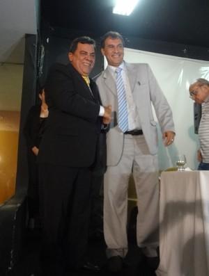 Luiz Omar Pinheiro cumprimenta Vandick Lima (Foto: Jorge Sauma / GLOBOESPORTE.COM)