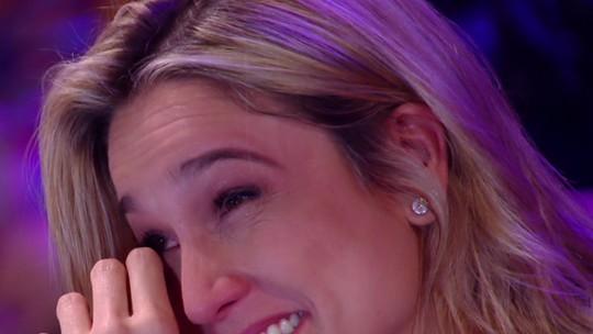 Fernanda Gentil cai no choro ao ver seus pais cantando com Sandy: 'Me surpreenderam muito'