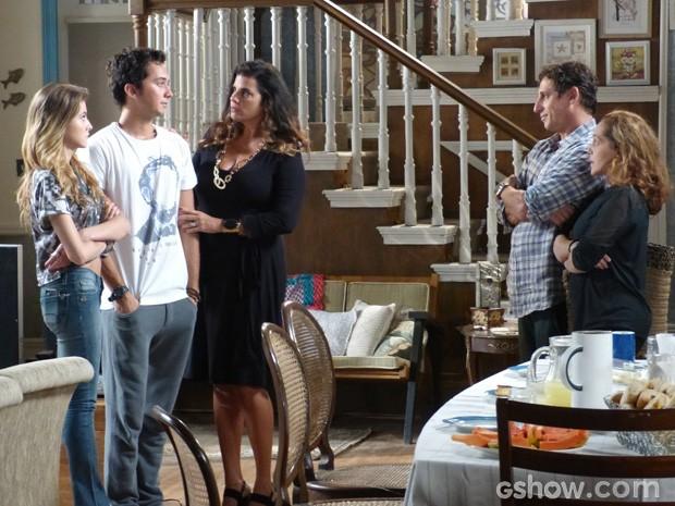 Ela ficou chocada quando descobriu que Ben está trabalhando (Foto: Malhação/ TV Globo)