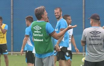 Treino do Grêmio é marcado por risos após carrinho de gringo em Renato