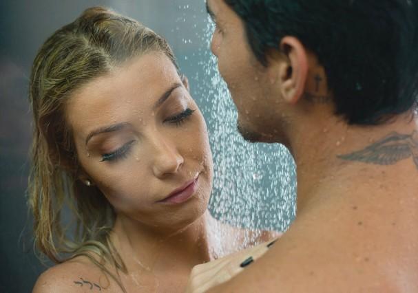 """Luiza Possi e Gabriel Medina no clipe """"Lembra"""" (Foto: Divulgação)"""