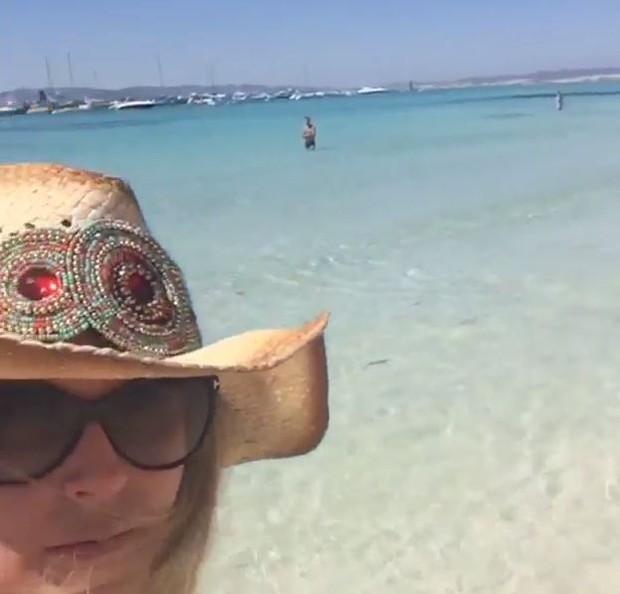 Susana Werner em praia (Foto: Instagram / Reprodução)