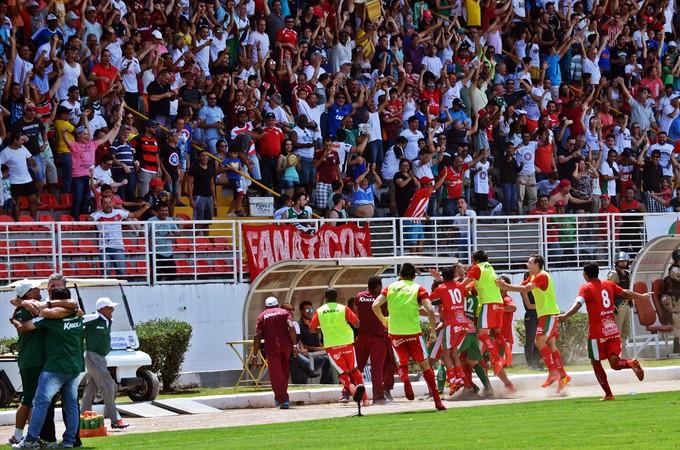 Boa Esporte comemora gol do acesso para a Série B (Foto: Régis Melo)
