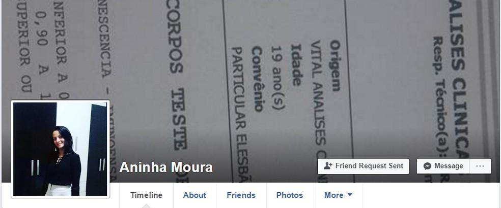 Perfil antigo de Aninha Moura e o teste de HIV na foto de capa (Foto: Reprodução/ Facebook)