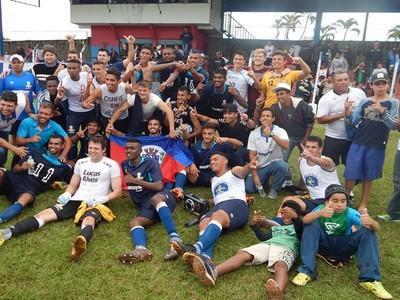 Jogadores do PSTC comemoram o acesso à elite do futebol paranaense (Foto: Divulgação/PSTC)