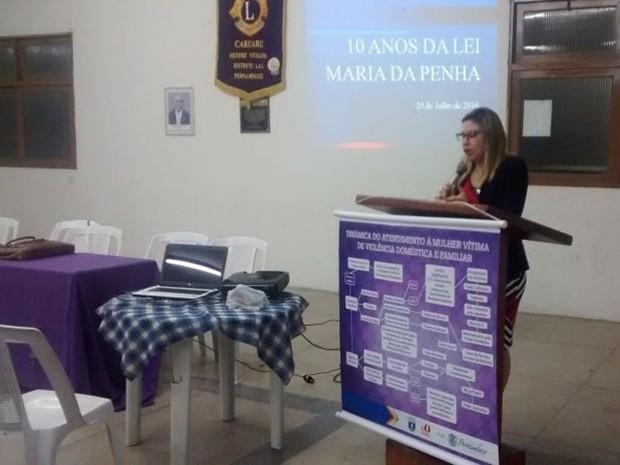 Juíza Priscila Vasconcelos em palestra sobre enfrentamento à violência contra a mulher (Foto: Divulgação/Assessoria)