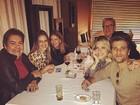 Bruno Gagliasso e Giovanna Ewbank jantam com Fausto Silva e amigos