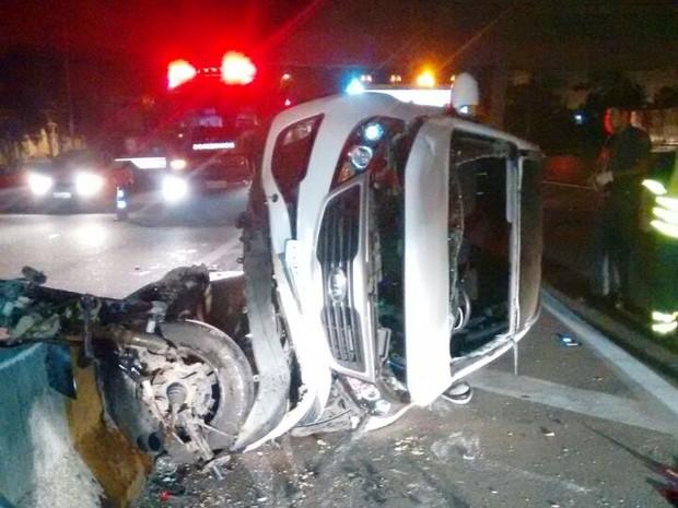 Veículo ficou destruído após acidente (Foto: G1)