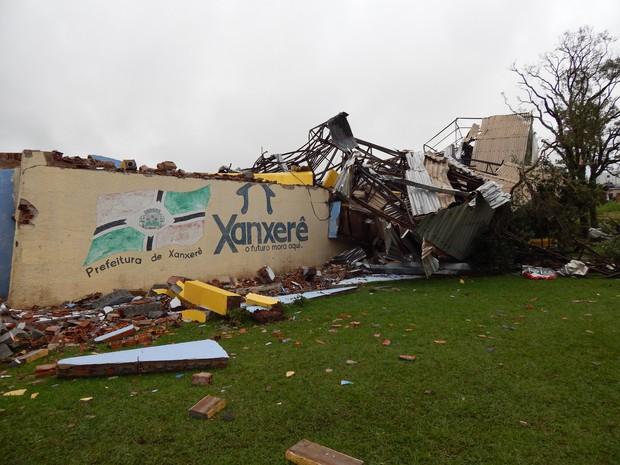 Tornado atingiu cidade na tarde de segunda-feira (20) (Foto: Laion Espíndula/G1)