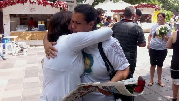 Solidariedade marca atos para recordar tragédia (Luiza Carneiro/G1)