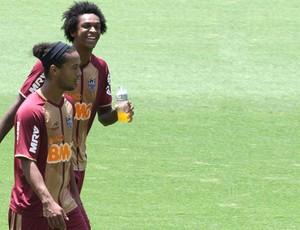 Ronaldinho e Jô, Atlético-mg (Foto: Luiz Costa / Agência Estado)
