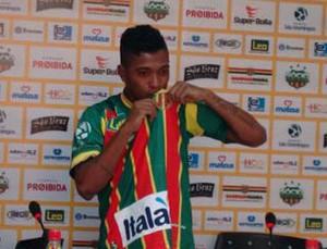 Henrique é apresentado no Sampaio (Foto: Afonso Diniz)