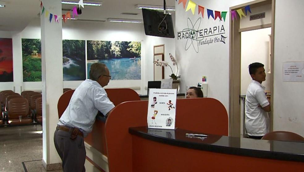 Pacientes da radioterapia ficaram sem atendimento no Hospital de Câncer em Barretos, SP (Foto: Chico Escolano/EPTV)