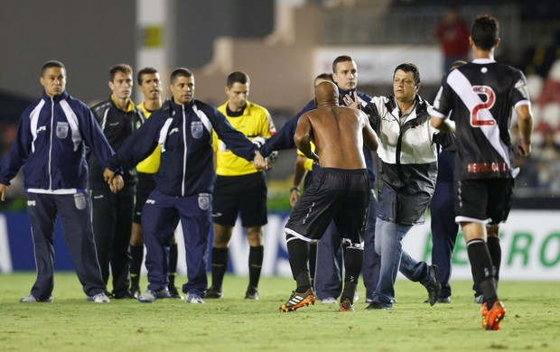 Vasco x Resende arbitragem (Foto: Alexandre Cassiano / O Globo)