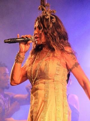 Elba Ramalho se apresentou na noite de sábado (1º) no Carnaval de Jacumã, no Litoral Sul da Paraíba (Foto: Stanley Talião/Setur Conde)
