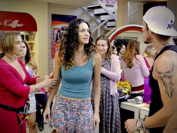 Darkson pede Tessália em casamento e leva um tapão na cara (Foto: Avenida Brasil / TV Globo)