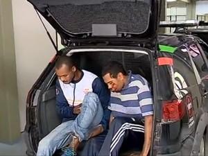 Suspeitos foram encaminhados ao presídio (Foto: Reprodução/RBSTV)