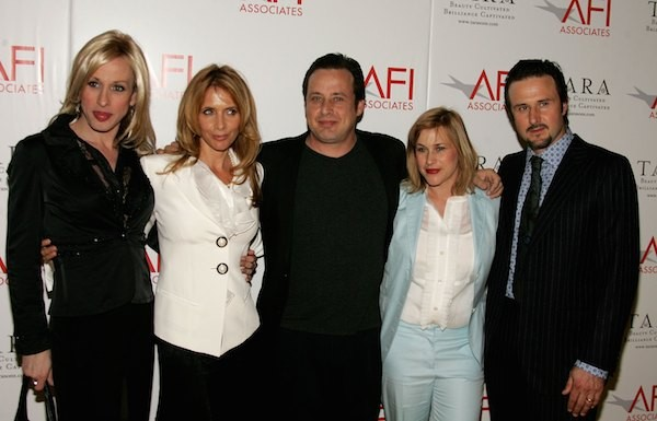 A atriz Alexis Arquette e seus irmãos, Rosanna, Richmond, Patricia e David (Foto: Getty Images)