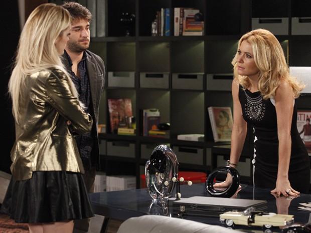 Loira não acredita que Manuela continua na Marra (Foto: Raphael Dias/TV Globo)