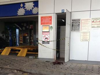 Policial foi baleado na porta do banheiro (Foto: Kety Marinho/TV Globo)