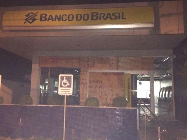 PM diz que homens tentavam furtar agência do Banco do Brasil em Aparecida de Goiânia, Goiás (Foto: Divulgação/ PM)