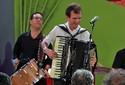 Festas têm shows de Flávio José e Waldonys