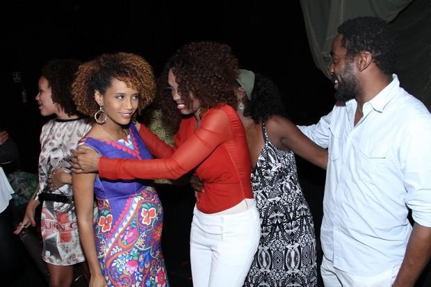 Taís Araújo, Isabel Fillardis, Zezeh Barbosa e Lázaro Ramos em estreia de peça na Zona Sul do Rio (Foto: Thyago Andrade/ Foto Rio News)