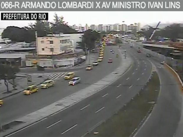 Taxistas partiram da Barra da Tijuca por volta de 6h30 (Foto: Reprodução/TV Globo)