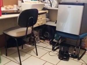Notebook, cafeteira, frigobar e TV em prisão de Iatituba, no PA. (Foto: MPF)