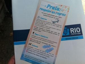 Panfletos serão distribuídos nas praias  (Foto: Renata Soares/G1)