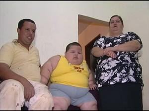 Família vive angustiada vendo o sofrimento da criança (Foto: Reprodução/ TV Gazeta)